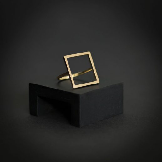 Bague carrée en or collection Mind The Gap