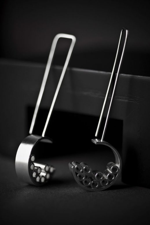 Tubular Round Line long silver earrings